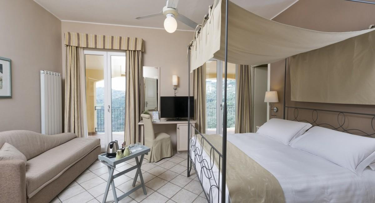 Junior Suite room with Double Bed Canopy